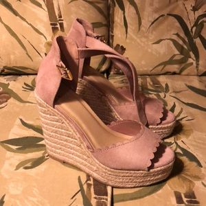 Scalloped wedges